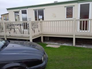 Co6 - 8 berth Caravan with Veranda on coastfields - Ingoldmells vacation rentals