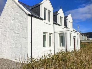 THE OLD CROFT HOUSE, stone cottage, WiFi, close to beach, in Staffin, Ref 920835 - Staffin vacation rentals