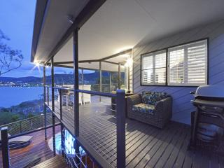 Crusoe's Beach House - Airlie Beach - Airlie Beach vacation rentals