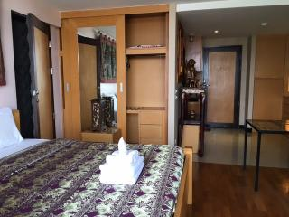 Twin Peaks, 45 m2, Night Bazzar, city view - Chiang Mai vacation rentals
