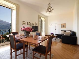 Gorgeous 1 bedroom Menaggio Apartment with Elevator Access - Menaggio vacation rentals