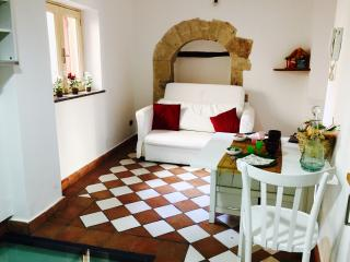 Cozy 1 bedroom House in Monreale with A/C - Monreale vacation rentals