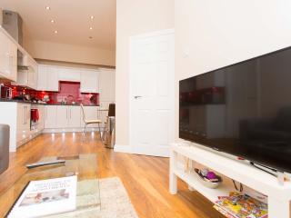 Comfortable 1 bedroom Condo in Leeds - Leeds vacation rentals