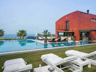 Comfortable Villa with Internet Access and Fireplace - Akrotiri vacation rentals