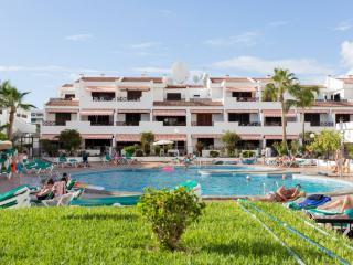 APTVICTORIA5513391| 3 Bedroom Apartment. Communal Heated Pool. Los Cristianos. - Los Cristianos vacation rentals