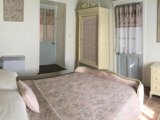 L'Arbre D'Ange Chambre D'Hote - The Garden Room - Montmorillon vacation rentals