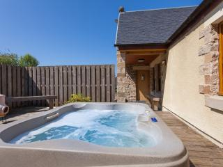 Rose Cottage with a Hot Tub and Badger Cam - Linlithgow vacation rentals