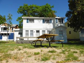 Wonderful 6 bedroom House in Au Gres - Au Gres vacation rentals