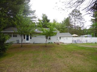 Nice 3 bedroom East Tawas House with Internet Access - East Tawas vacation rentals