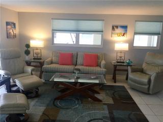 Beautifully maintained 2BR w/ full kitchen & amenities - Villa 13 - Siesta Key vacation rentals