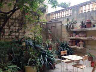 Appartement avec jardin à 2 pas de la plage - Sliema vacation rentals