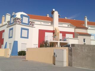 Bright 2 bedroom Ferrel Apartment with Shared Outdoor Pool - Ferrel vacation rentals