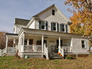 Quaint, Picturesque Country Farmhouse - Tivoli vacation rentals