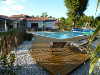 Villa, piscine, 5 chambres dans la forêt - Biscarrosse vacation rentals