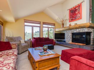 Pristine Luxury Condo with Views. Couples/Families - Mammoth Lakes vacation rentals