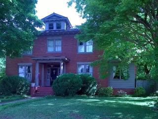Spacious King at West Park Gardens - Culpeper vacation rentals