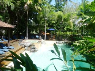 Hibiscus 10 ~ Stroll to the beach, marina and town - Port Douglas vacation rentals