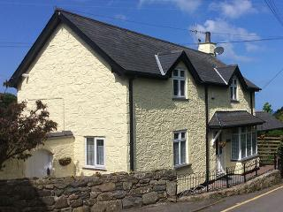Sibrwd Y Dwr. Welsh coastal cottage, with sea view - Llwyngwril vacation rentals