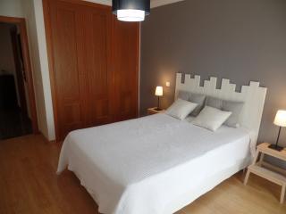ravissant appartement spacieux près de la plage - Estoril vacation rentals