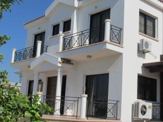 Spacious 4 bedroom villa with large pool - Pyla vacation rentals