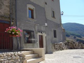 Antica casa vacanze, Rovere, Rocca di Mezzo (AQ) - Rocca di Mezzo vacation rentals