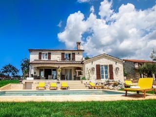 Villa Elizabet, neue Traumvilla mit Salzwasserpool - Kastelir vacation rentals