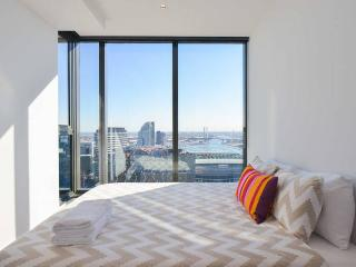 Modern 1-BR CBD Apartment (Stunning Views!) - Melbourne vacation rentals