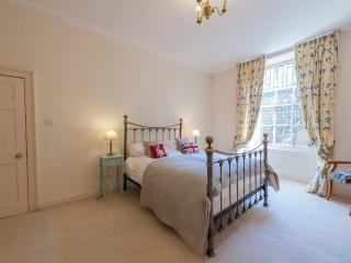 Beautiful Central Edinburgh Home- Sleeps 4 - Edinburgh vacation rentals