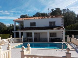 Villa with pool & WiFi - Ideal for 2 families - Lliria vacation rentals