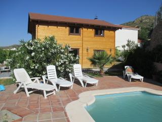Charming 2 bedroom Quentar House with Internet Access - Quentar vacation rentals