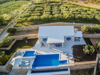 Villa Little miss - Bol vacation rentals