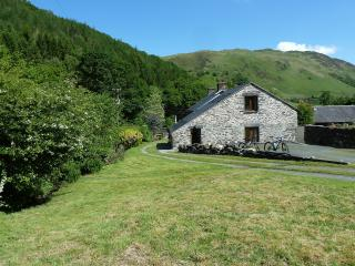 Lovely Farmhouse Barn with Internet Access and Satellite Or Cable TV - Abergynolwyn vacation rentals