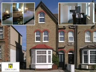 Apt2  Elegant serviced apartment Central Croydon. - Croydon vacation rentals