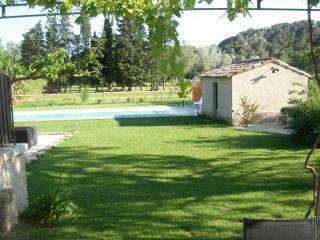 Mas en campagne proche Avignon Saint Remy de Pce - Barbentane vacation rentals