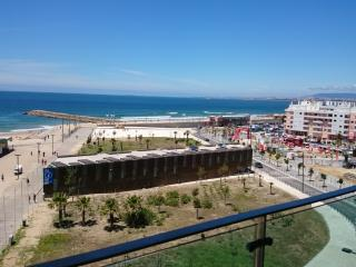T2 vista mar e praia frontal beach - Costa da Caparica vacation rentals