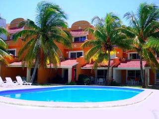 Perfect House in Chicxulub with Shared Outdoor Pool, sleeps 6 - Chicxulub vacation rentals