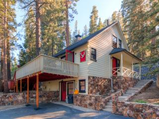 15% Off Labor Day!  3BR Big Bear Cabin w/Private Hot Tub, Sauna, & Great Big Yard w/ Fire Pit and Grill - Close to premier Mountain Biking! - Fawnskin vacation rentals