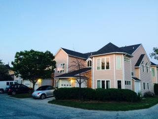 Lovely Townhouse Studio in Cranberry Village - Collingwood vacation rentals