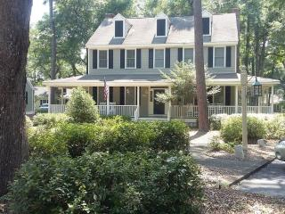 Picture Perfect 2 BR Cottage...  Beach 3 Miles! - Murrells Inlet vacation rentals