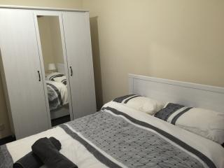 2 minutes to Bromley High street , 2 bedroom  flat - Bromley vacation rentals