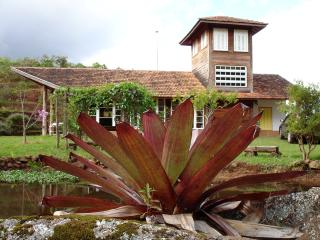 Beautiful House with Mountain Views and Internet Access in Sapucai Mirim - Sapucai Mirim vacation rentals