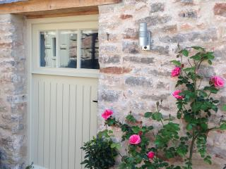 Luxury Coach House, Nr Wells. Walk to fab pub. - Dinder vacation rentals