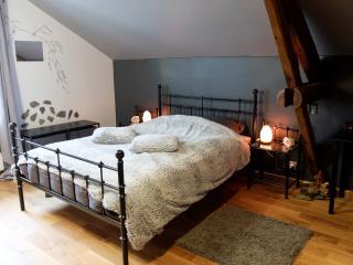 """Maison d'hôtes """"Aux Légendes d'Ardenne"""" - Nutons - Paliseul vacation rentals"""