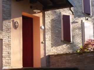 Cozy 2 bedroom Reggio Emilia Bed and Breakfast with Internet Access - Reggio Emilia vacation rentals