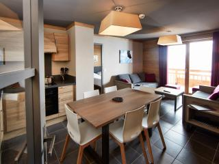 Cozy Apartment with Balcony and Sauna - Les Menuires vacation rentals