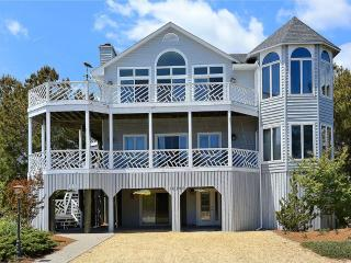Spacious 7 bedroom, 5.5 bath beach home with decks and parking! - Cedar Neck vacation rentals