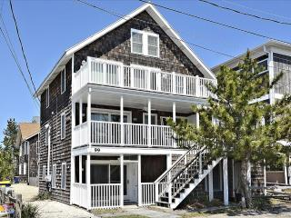 1/4 block to the beach 2 bedroom unit with large deck - Bethany Beach vacation rentals