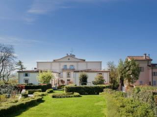 2 bedroom Bed and Breakfast with Internet Access in Bologna - Bologna vacation rentals