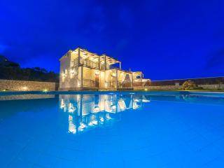 Cozy 3 bedroom Skinaria Villa with Internet Access - Skinaria vacation rentals