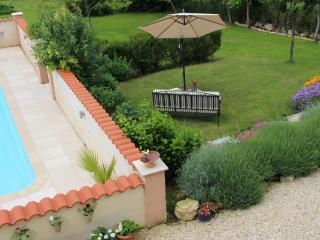 Les Hirondelles Rural Gite, ideal couple's retreat - Chalais (Charente) vacation rentals